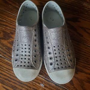 Native Jefferson pink glitter shoes sz J1